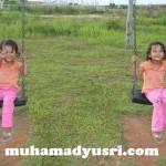 Lagak Puteri Kembar di Taman Permainan