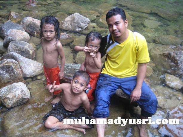 with my kids Santai di Hutan Lipur Chemerong