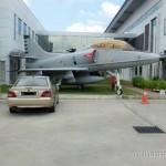 Bergambar Dengan Jet Pejuang
