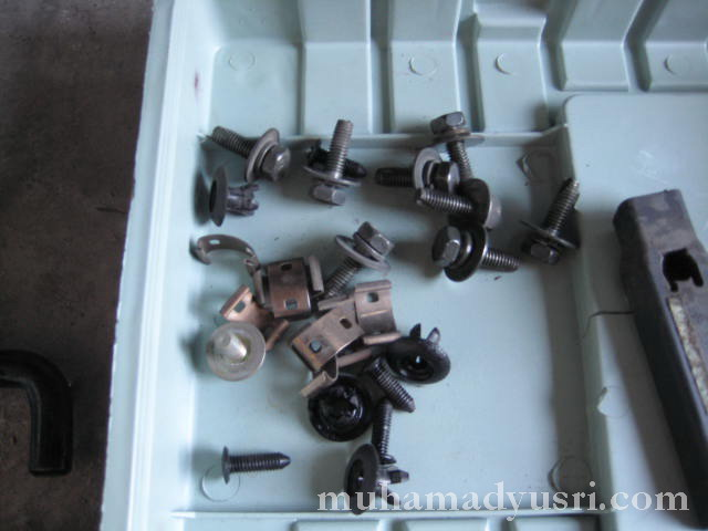 screws_bolts & clips
