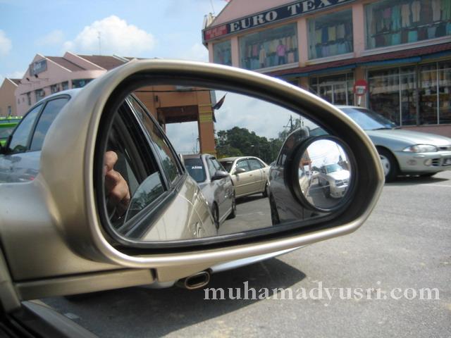 Cermin blind spot dekat jalopy aku