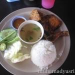 Wordless Wednesday #15 – Pekena Nasi Ayam Penyet Tengahari Ni Best Jugak